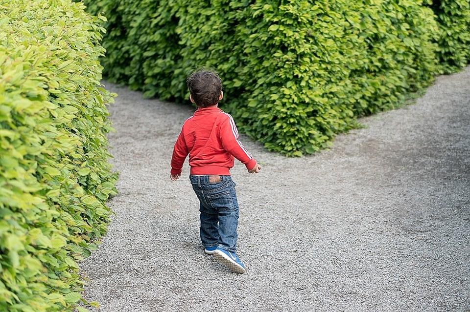 niño caminos